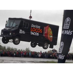 Taco Bell lleva el calor de la comida mexicana a un pueblo perdido en Alaska lanzando tacos desde el cielo