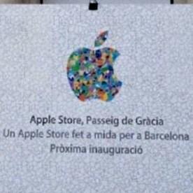 Apple cambia su logo temporalmente para la apertura de una nueva tienda en Barcelona