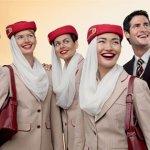 """80 años de diseño en los uniformes de los auxiliares de vuelo: de Balenciaga al estilo """"funky"""""""