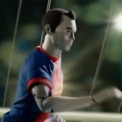 """Una marioneta de Iniesta """"toma el control"""" en el último anuncio de Nike"""