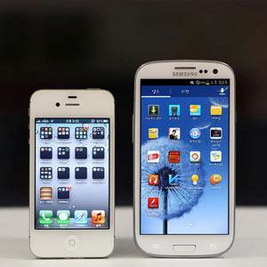 """Los 3 """"efectos secundarios"""" para los consumidores tras la guerra de patentes entre Apple y Samsung"""