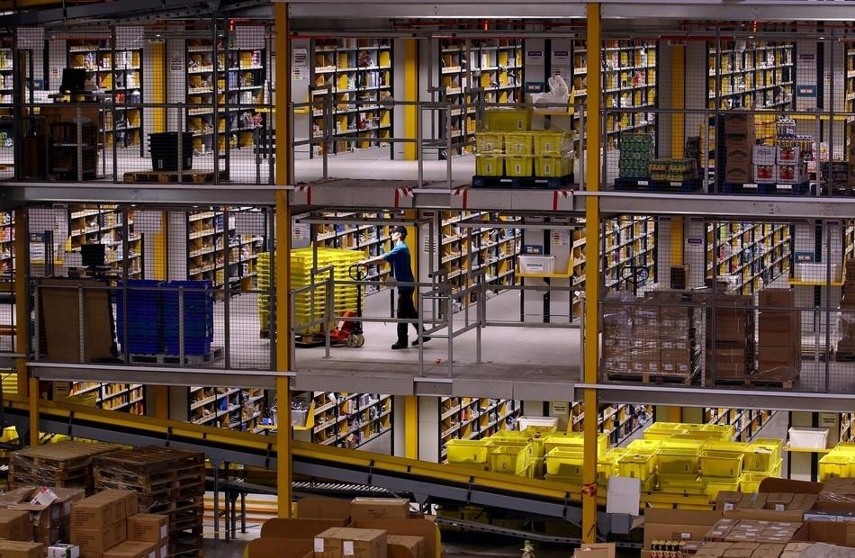 Tras los bastidores de Amazon, el verdadero almacén de Papá Noel ...