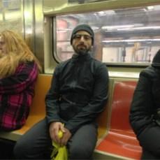 Sergey Brin, cazado en el metro de Nueva York con las gafas de realidad aumentada de Google