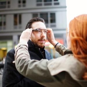Las esperadas Google Glass se pondrán a la venta a finales de este año y costarán menos de 1.500 dólares