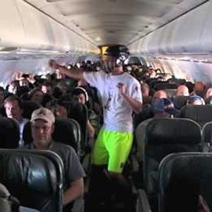 """El """"Harlem Shake"""" se convierte en fenómeno viral de altos vuelos y pone a bailar a todo un avión"""