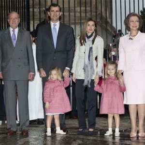 "La imagen de la Familia Real se ""desangra"" también en Twitter"