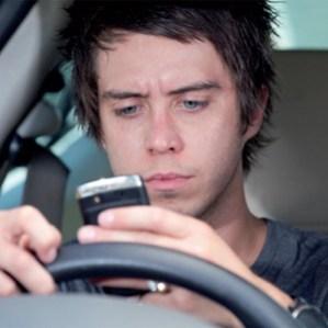 Los usuarios utilizan las redes sociales desde el móvil durante prácticamente cualquier actividad