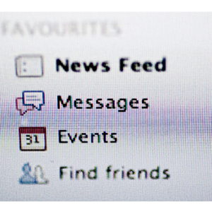 Facebook UK ya cobra por mandar mensajes a famosos y no amigos
