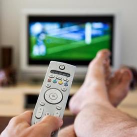 La televisión es el medio más utilizado y más influyente para los españoles según el CIS