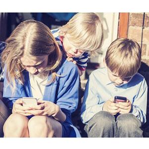 El uso de los teléfonos inteligentes aumenta entre los niños de Estados Unidos