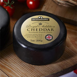 El bebé real británico viene con un queso debajo del brazo