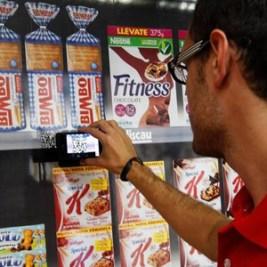 Aunque los estudios digan lo contrario, los consumidores no utilizan sus móviles mientras compran