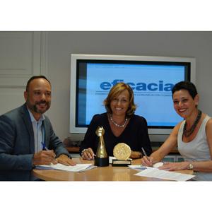 firma acuerdo colaboración aea - AECPcv Cesar Vacchiano, Lidia Sanz y Esther Castellano