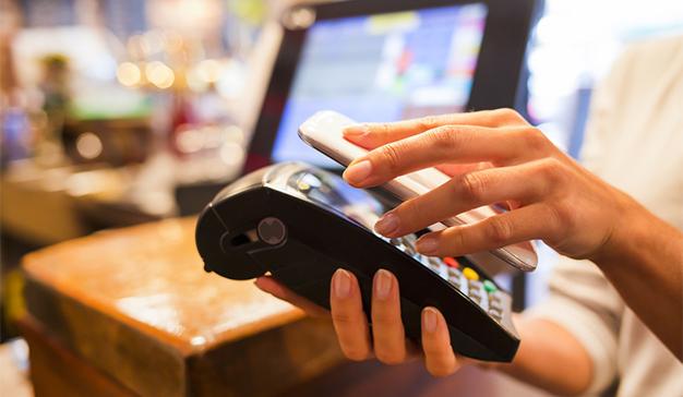 El 45% de los españoles predispuestos a pagar con el móvil frente al efectivo o la tarjeta