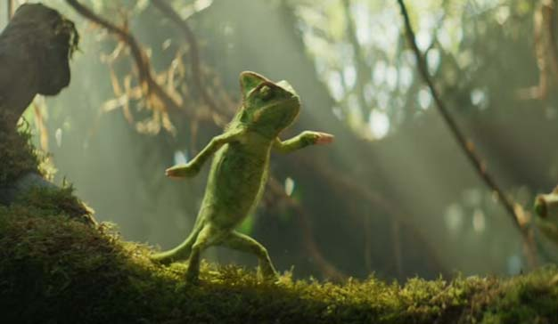 El camaleónico protagonista de este spot muestra su lado más marchoso y guasón