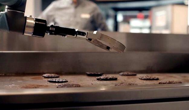 Flippy, el robot que podría mandar a la calle a todos los ayudantes de cocina