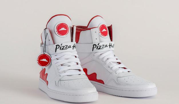"""Pizza Hut crea las """"Pie Tops""""', unas zapatillas con con un botón para pedir pizza"""