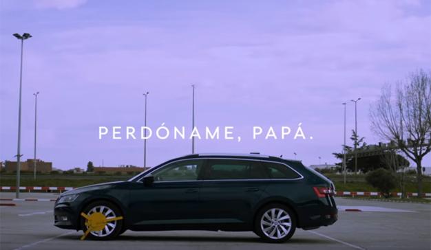 Skoda celebra el Día del Padre homenajeando a todos los que prestan el coche a sus hijos