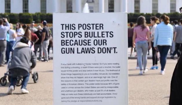 Ogilvy instala carteles antibalas en contra de las leyes que permiten el uso de armas