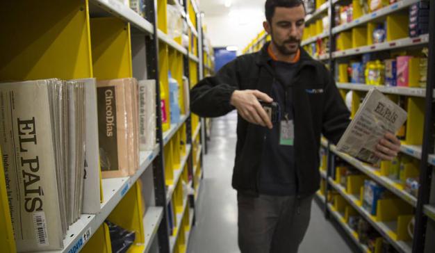 El País propone a los quiosqueros una comisión por sus ventas en Amazon