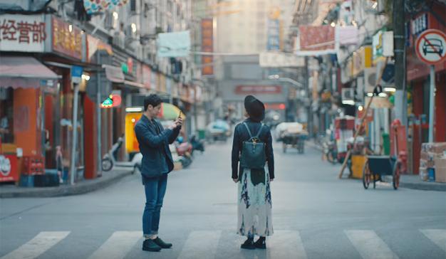 La bulliciosa ciudad de Shanghái se vacía en este romántico spot de Apple