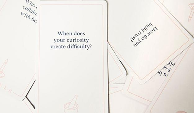 La agencia Sub Rosa crea un juego de cartas para acabar con los conflictos laborales