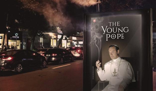 """Este anuncio para """"The Young Pope"""" de HBO está que """"echa humo"""", literalmente"""