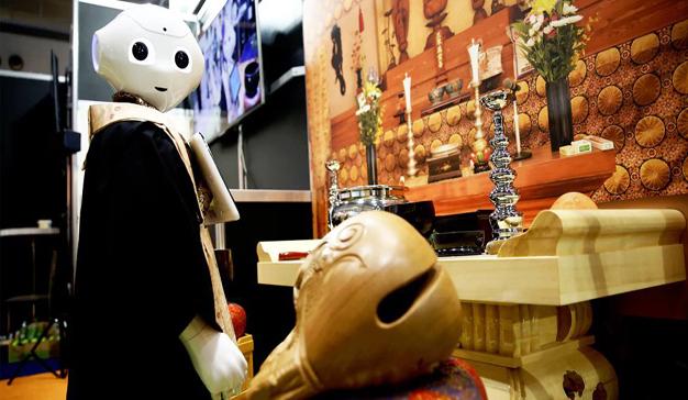 Japón utilizará robots como curas en sus funerales