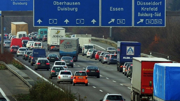 """""""Cumbre del Diésel"""": los fabricantes alemanes se comprometen a reducir hasta un 30% las emisiones"""