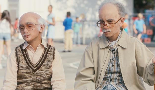 """Dos """"viejóvenes"""" muy gruñones critican a los niños de hoy en día en esta campaña de Go-Gurt"""