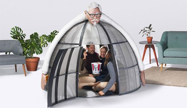 """KFC lanza una delirante tienda de campaña para huir de la Navidad y sus horrores """"techies"""""""