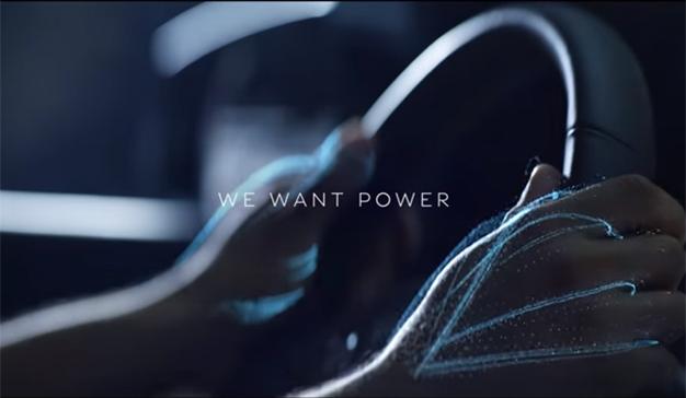 Infiniti presenta el QX50 reflexionando sobre los límites entre hombre y máquina