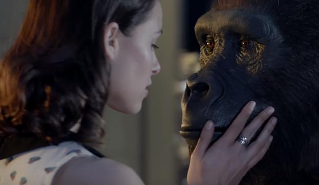 """Un gorila y una mujer hacen rugir los motores de su corazón en este """"bestial"""" spot de Renault"""