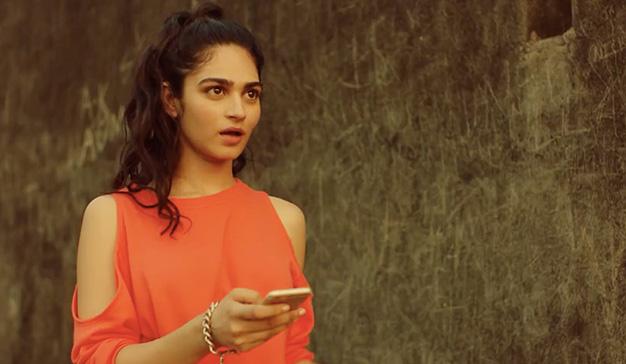 Tinder se basa en el estilo de Bollywood para crear su nuevo spot