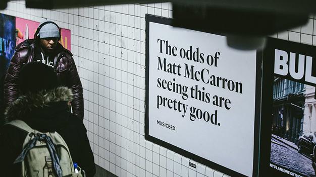Una compañía utiliza publicidad exterior para llamar la atención de creativos publicitarios