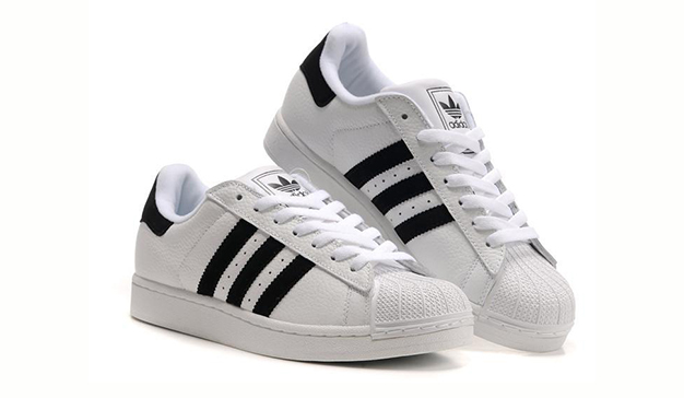 Adidas no permitirá que otras marcas de calzado usen sus características bandas paralelas