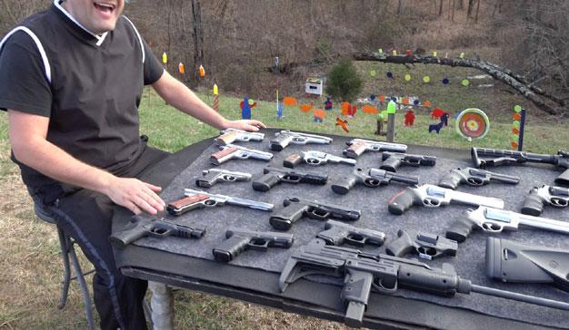 YouTube endurece sus políticas sobre armas de fuego