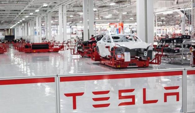 Elon Musk reconoce que la excesiva automatización ralentizó la producción del Model 3
