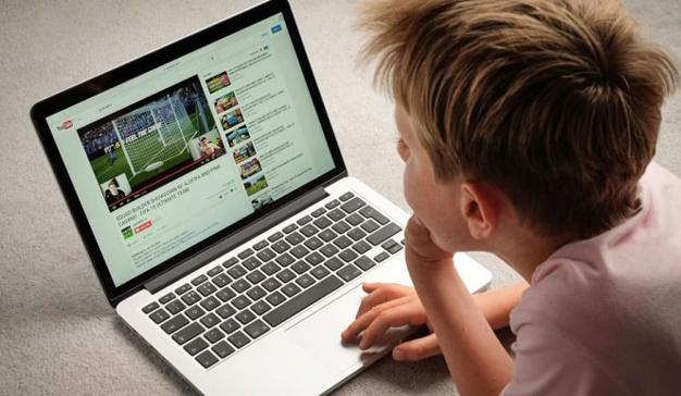 YouTube se enfrenta a una reclamación en Estados Unidos por recopilar datos de menores