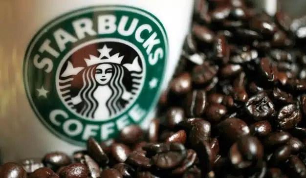 """Starbucks abre """"un nuevo capítulo en su historia"""" cerrando 8.000 locales durante 4 horas"""