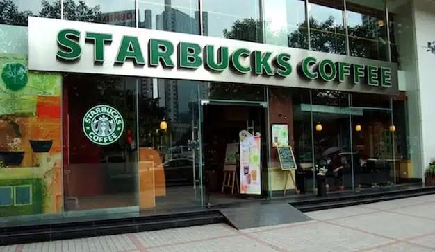 Starbucks considerará como cliente a cualquier persona que entre en sus cafeterías aunque no consuma