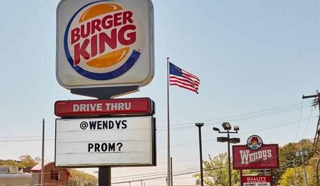 Burger King abre su corazón y le pide salir a su