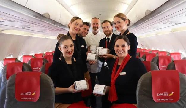 Los pasajeros de Iberia Express celebran el Día Mundial de la Tapa entre las nubes