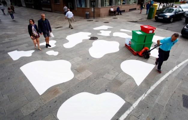 El paso de vaca sustituye al de cebra en las calles de A Coruña gracias a esta original iniciativa