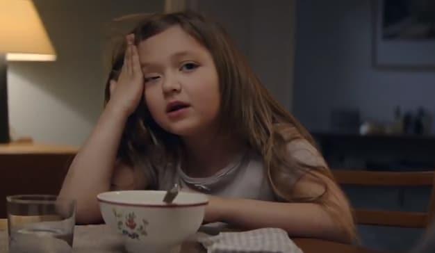 La pequeña protagonista de este spot tiene una buena (y dulce) razón para superar su fobia a la sopa