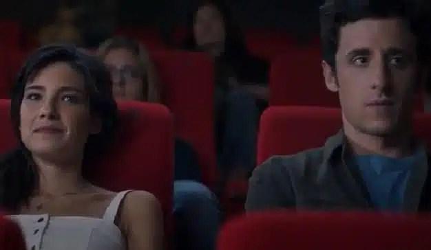 En este spot, la verdadera historia de amor está fuera de la pantalla de cine