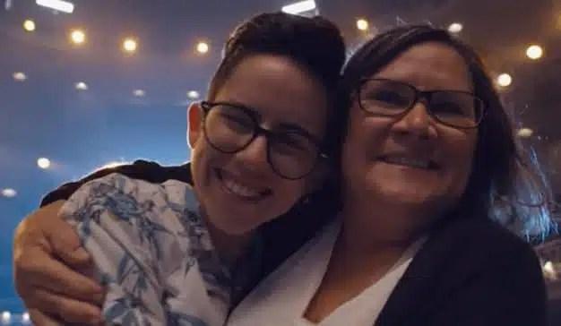 Este emotivo spot homenajea a las madres que apoyan a sus hijos LGBTQ