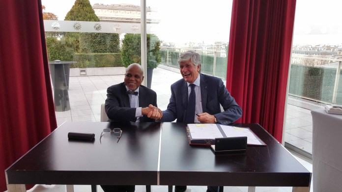 L-R: The Chairman of Troyka Group, Mr. Biodun Shobanjo and the Chairman/CEO of Publicis Groupe, Mr. Maurice Levy, at the Partnership Deal signing ceremony at the Publicis Groupe Head-Office, 133 Av. des Champs-Élysées, Paris, France