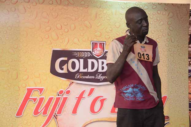 Ibraheem Kareem, a blind man who came from Ilorin, Kwara State performing on stage during the Goldberg Fuji t'o Bam audition held at Egbeda, Lagos