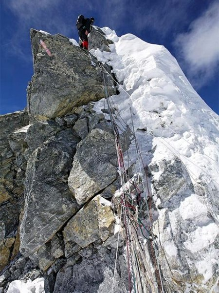Climber at the top of the Hillary Step in 2008 (Photo: Jamie McGuinness / Project Himalaya)